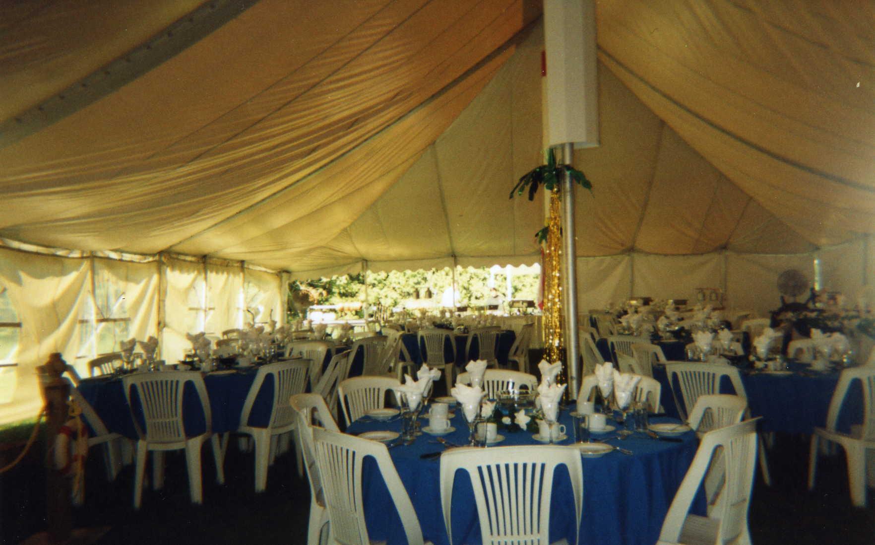 locaparty location pour mariage table et chaise de banquet et plus mariage. Black Bedroom Furniture Sets. Home Design Ideas